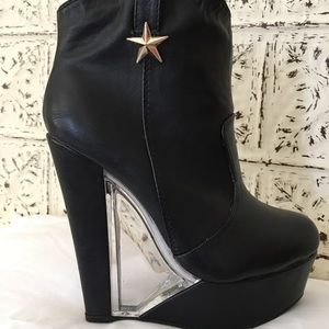 Shoes - Really Fun Booties!